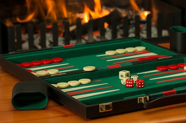 Comment jouer au backgammon en ligne ?